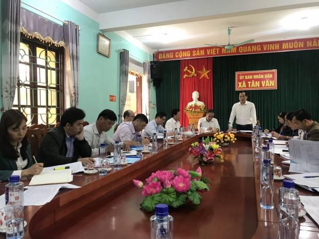 Đc Dương Xuân Huyên UVBTVTU-PCTUBND tỉnh kiểm tra công tác giảm nghèo của huyện Bình Gia.jpg