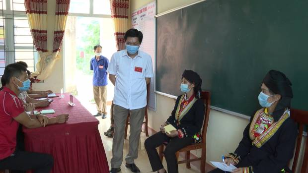 23 5 2021 chu tich kiem tra bau cu tai Tan Hoa Thien Long.mp4.Still002.jpg